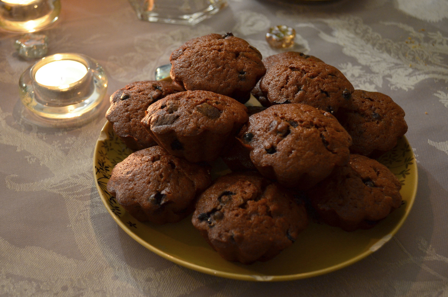 Our hosts keeps an all organic diet, with mostly veggie food. We helped with the cooking, and on a few occasions I made yummy vegan chocolate muffins like these.